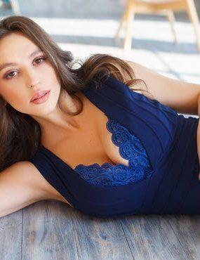 Девушка модель в студии